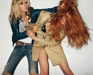 girls-fighting-over-man